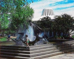 Outdoor fountain Northwest Plaza 1960s